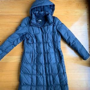 Women's size large the north face long parka.